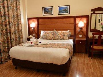 Comfort Hotel Suites