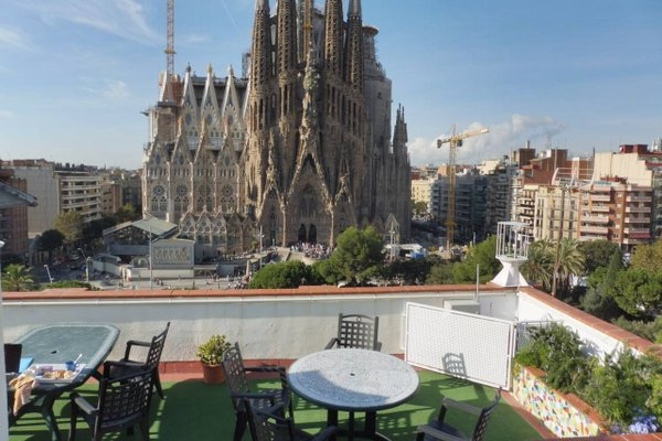 Gaudi's Nest Apartments - фото 17