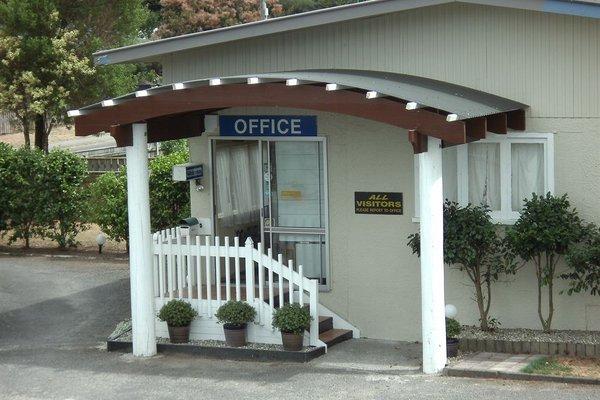 Camellia Court Family Motel - фото 16