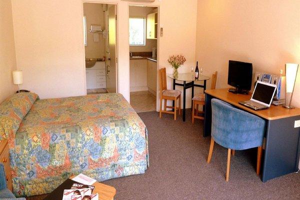 Tudor Lodge Motel - фото 4