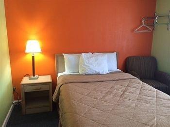 Photo of Fels Three Crown Motel