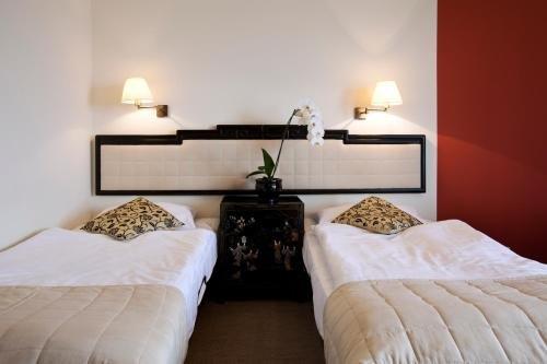 Hotel Zhong Hua - фото 1