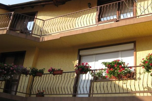 Pidovi Guest House - фото 0