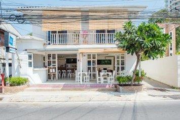 Baan Kang Mung Bed & Breakfast