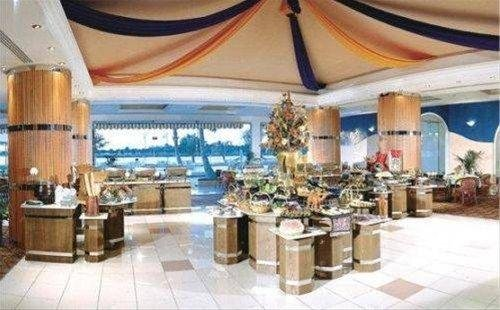 Hotel Holiday International - фото 12