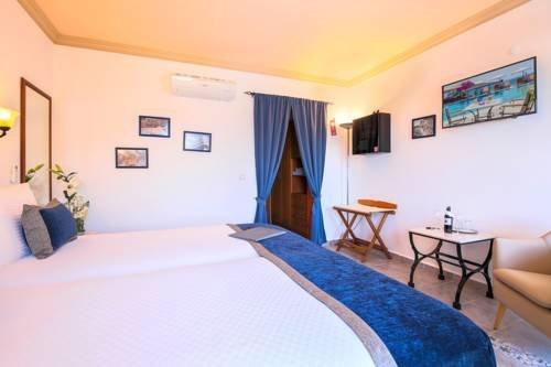 Hadrian Hotel - фото 1