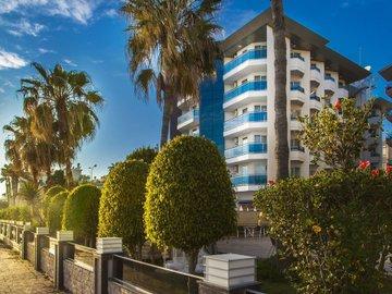 Parador Beach Hotel