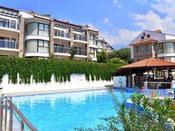 Golden Life Heights Deluxe Suite Hotel