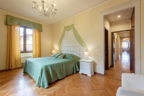 Ponte Vecchio 3 bedroom apartment - фото 15