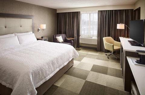 Hampton Inn by Hilton Sarnia/Point Edward - фото 1