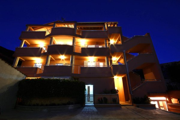 Apartments Fjondra - фото 1