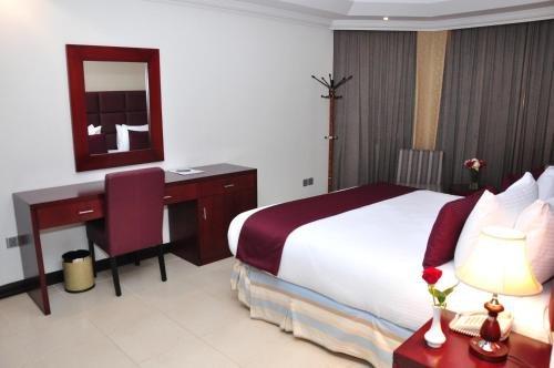 Ewan Ajman Suites Hotel - фото 1
