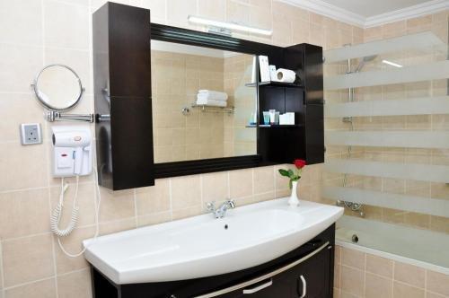 Ewan Ajman Suites Hotel - фото 8