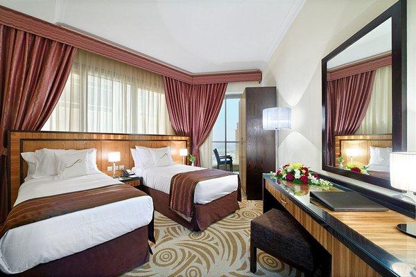 Al Majaz Premiere Hotel Apartments - фото 1