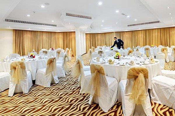 Al Majaz Premiere Hotel Apartments - фото 10