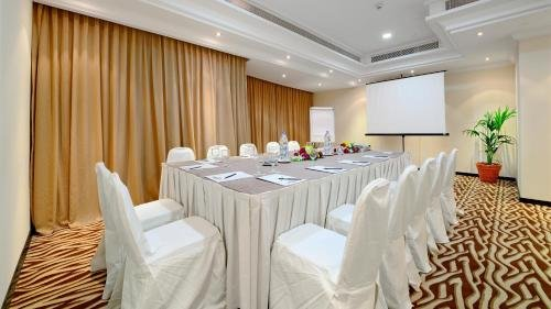 Al Majaz Premiere Hotel Apartments - фото 12