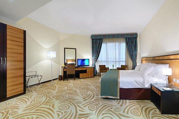 Al Majaz Premiere Hotel Apartments - фото 2