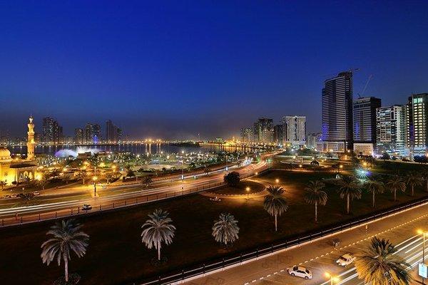 Al Majaz Premiere Hotel Apartments - фото 23