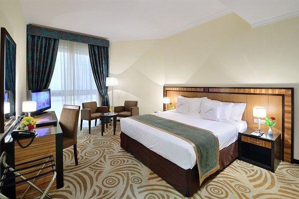 Al Majaz Premiere Hotel Apartments - фото 3