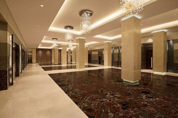 Hilton Capital Grand Abu Dhabi - фото 16