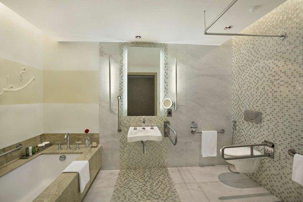 Hilton Capital Grand Abu Dhabi - фото 6