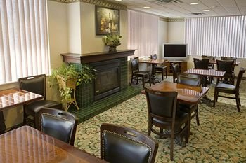 Comfort Suites Downtown Windsor - фото 10