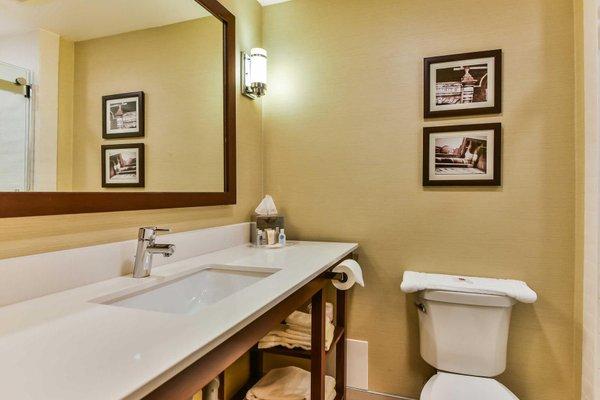 Comfort Suites Downtown Windsor - фото 14