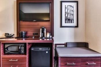 Comfort Suites Downtown Windsor - фото 16