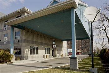 Comfort Suites Downtown Windsor - фото 20