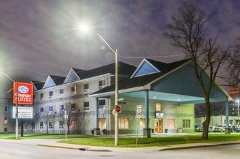 Comfort Suites Downtown Windsor - фото 22