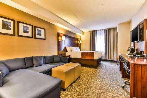 Comfort Suites Downtown Windsor - фото 7