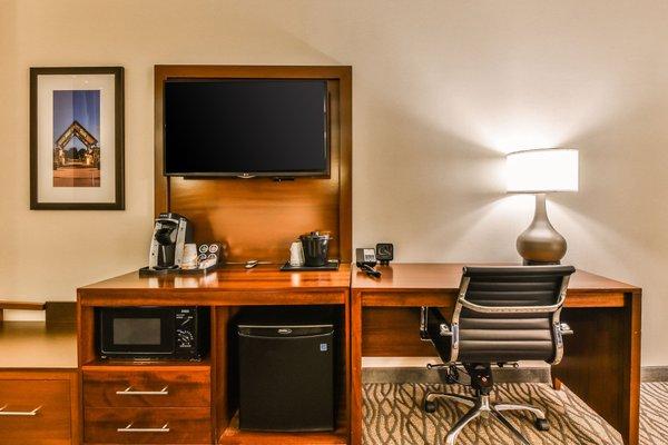 Comfort Suites Downtown Windsor - фото 8