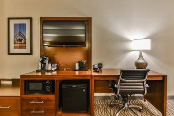 Comfort Suites Downtown Windsor - фото 9