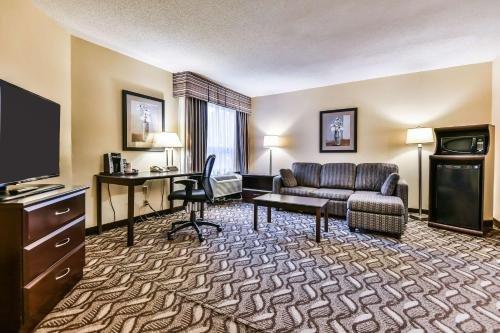 Comfort Inn & Suites Ambassador Bridge - фото 50