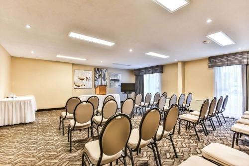 Comfort Inn & Suites Ambassador Bridge - фото 13