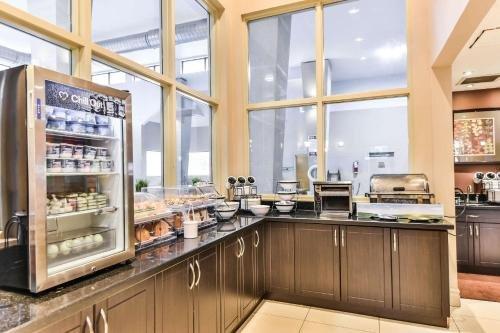 Comfort Inn & Suites Ambassador Bridge - фото 6