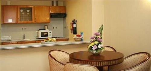 Cassells Hotel Apartments - фото 12