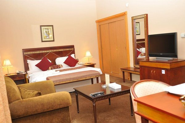 Cassells Hotel Apartments - фото 2