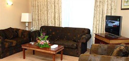 Cassells Hotel Apartments - фото 3