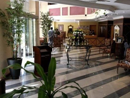 Cassells Hotel Apartments - фото 7