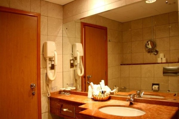 Cassells Hotel Apartments - фото 8
