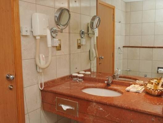 Cassells Hotel Apartments - фото 9