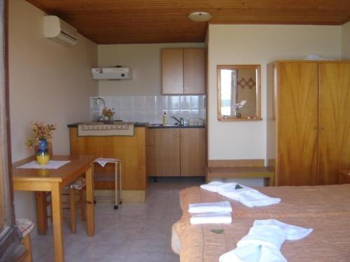 Maria's Apartments - фото 7