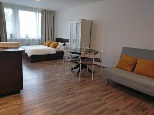 Invalidovna Apartment - фото 5