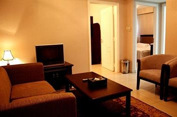 Liwa Hotel Apartments - фото 13