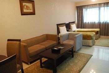 Liwa Hotel Apartments - фото 15