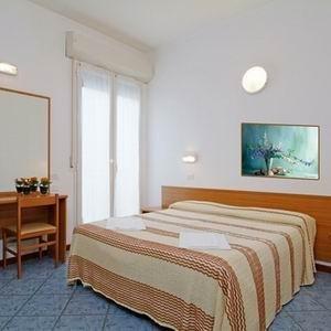 Hotel Corona - фото 1