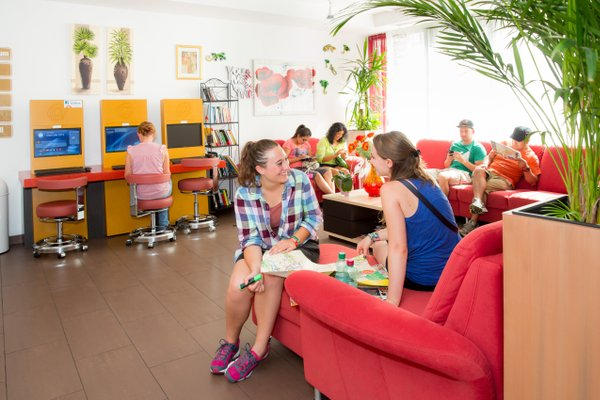 a&t Holiday Hostel - фото 8