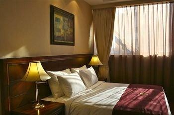 Trianon Hotel - фото 1