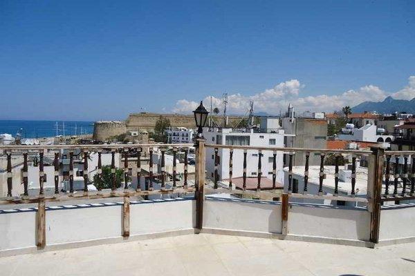 Harbour Scene Hotel, Кирения